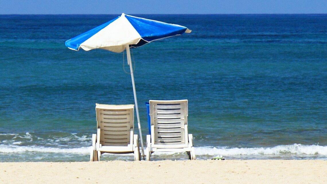 Strandparasol guide – Hvilken strandparasol skal jeg vælge?