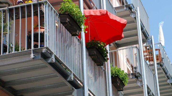 Parasol til altan – Find den bedste altanparasol til prisen i denne guide