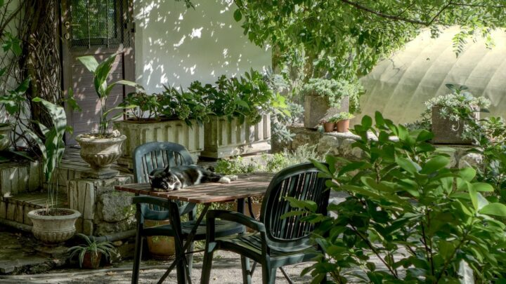 Find et lille havebord, og sæt personligt præg på terrassen