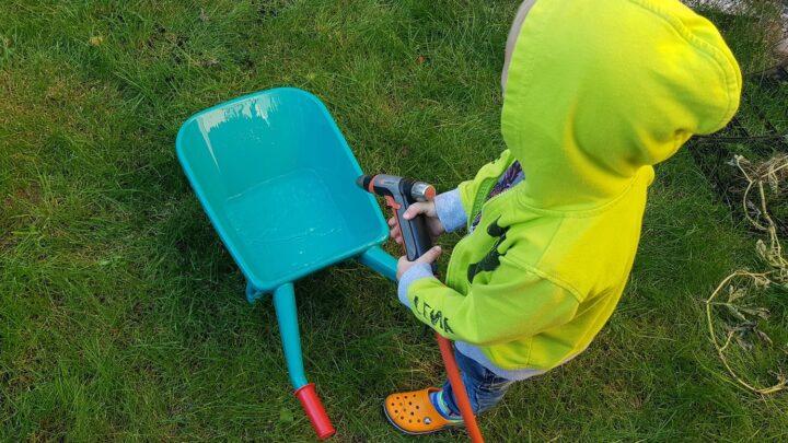 Junior trillebør – Aktivér dit barn i haven med en lille trillebør