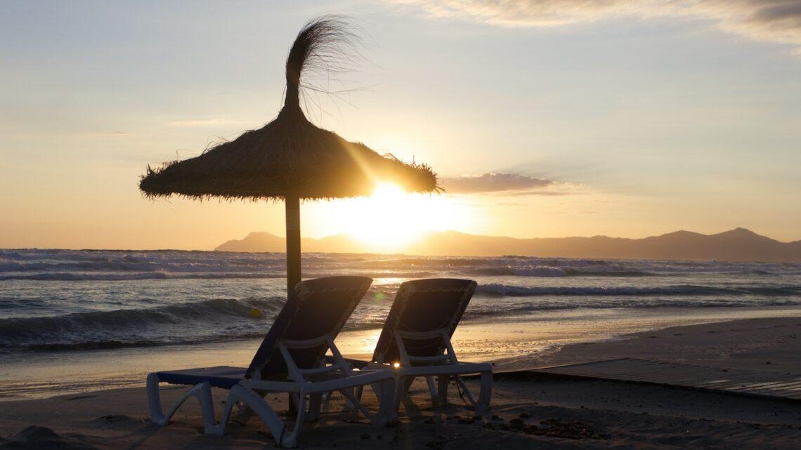 Solseng/solvogn Guide – Sådan finder du den bedste solseng til din terrasse