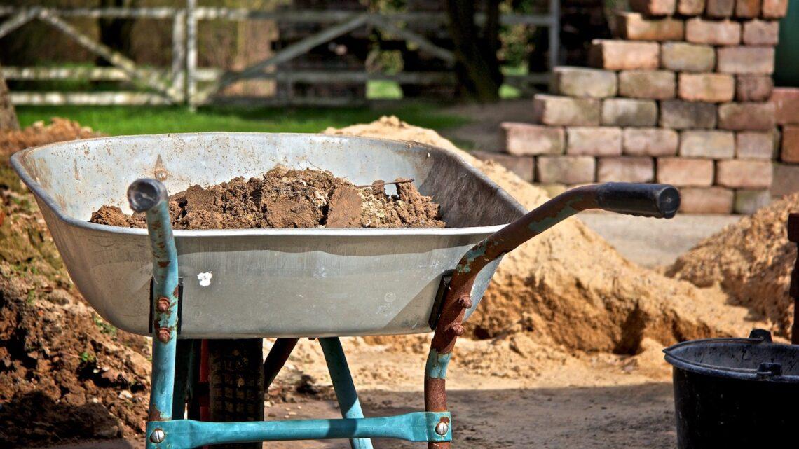 Makita trillebør – Gør havearbejdet nemmere med en trillebør fra Makita