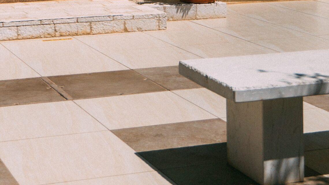 Granit havebænk – Vi guider dig igennem smukke og stilrene havebænke i granit